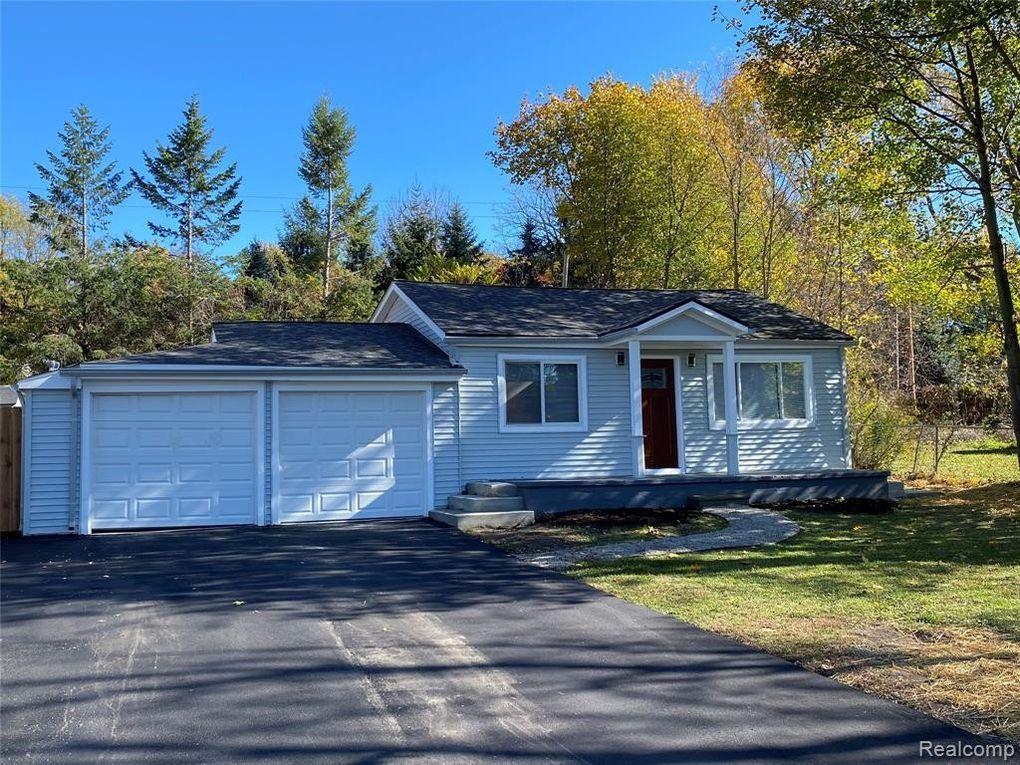 4030 Manitoba St Auburn Hills, MI 48326