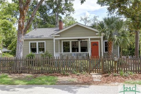 Photo of 3212 Center St, Savannah, GA 31404