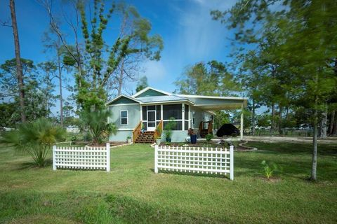 Photo of 409 16th St, Port Saint Joe, FL 32456