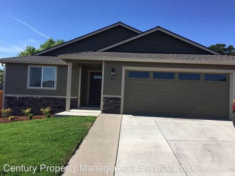Photo of 941 Stonewater Dr, Eagle Point, OR 97524
