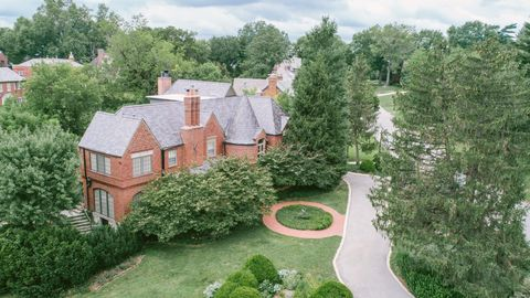 Photo of 101 Lake Forest Dr, Saint Louis, MO 63117