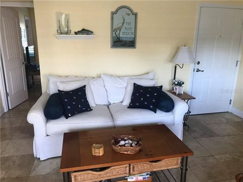 Photo of 5164 Beach Dr Se Apt B, Saint Petersburg, FL 33705