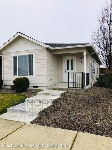 Photo of 303 S Haskell St, Central Point, OR 97502
