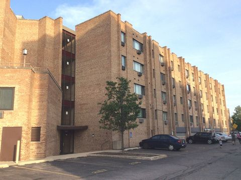 Photo of 5358 N Cumberland Ave Apt 303, Chicago, IL 60656