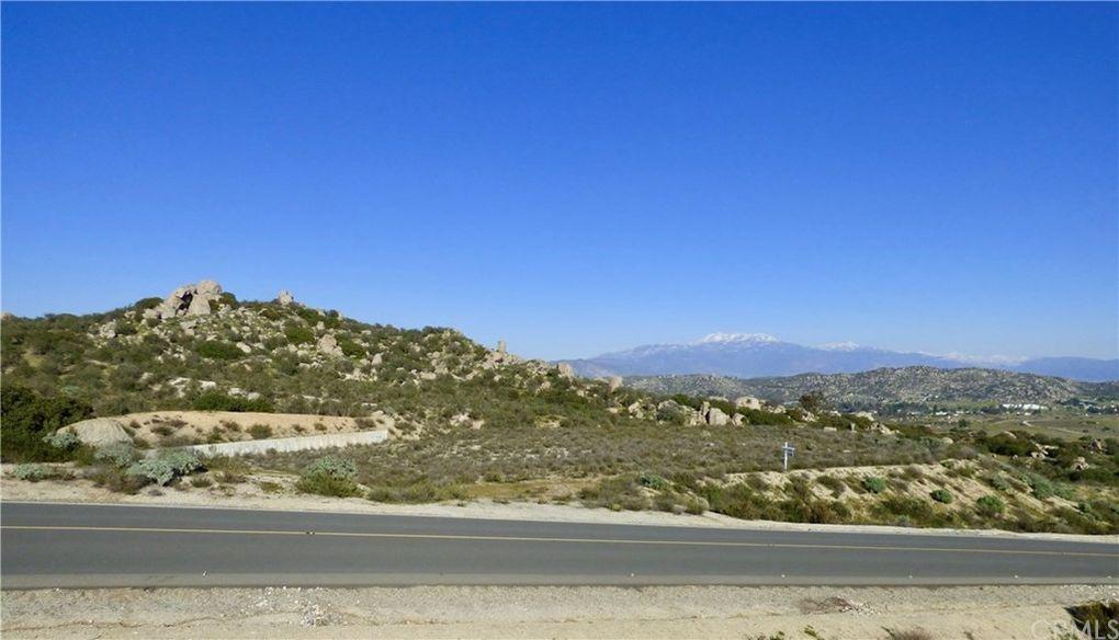 23450 Sky Mesa Rd Juniper Flats, CA 92548
