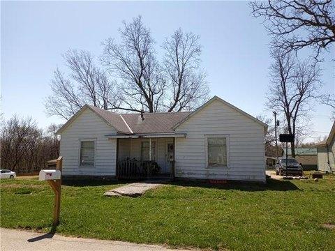 501 W Shawnee St, Paola, KS 66071