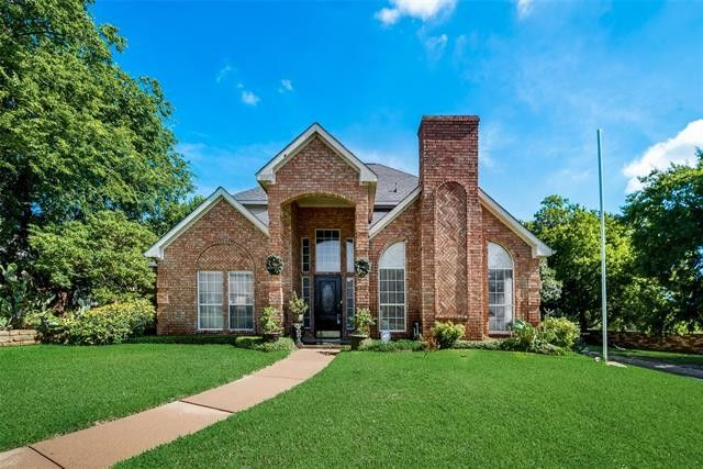 1705 Plum Creek Dr Desoto, TX 75115