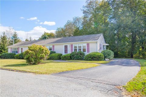 Photo of 13 Dawes Ave, North Kingstown, RI 02852