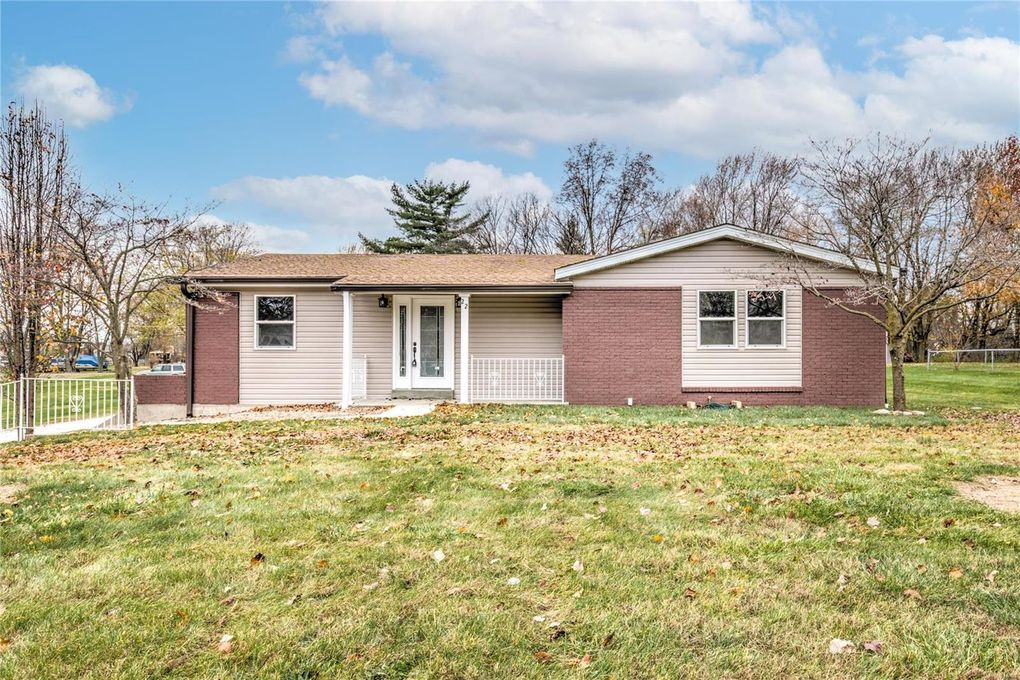 22 Old Knaust Rd Saint Peters, MO 63376
