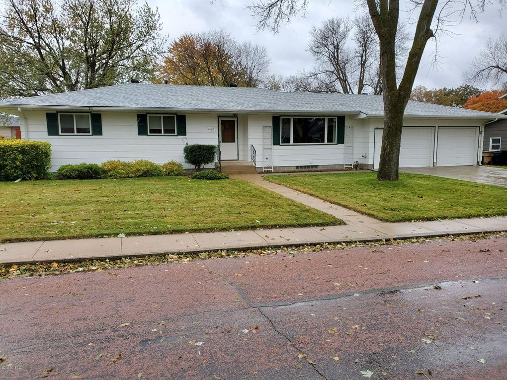1027 3rd St Nw Watertown Sd 57201 Realtor Com