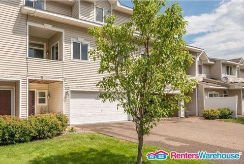 Photo of 670 Kingfisher Ln Apt I, Woodbury, MN 55125