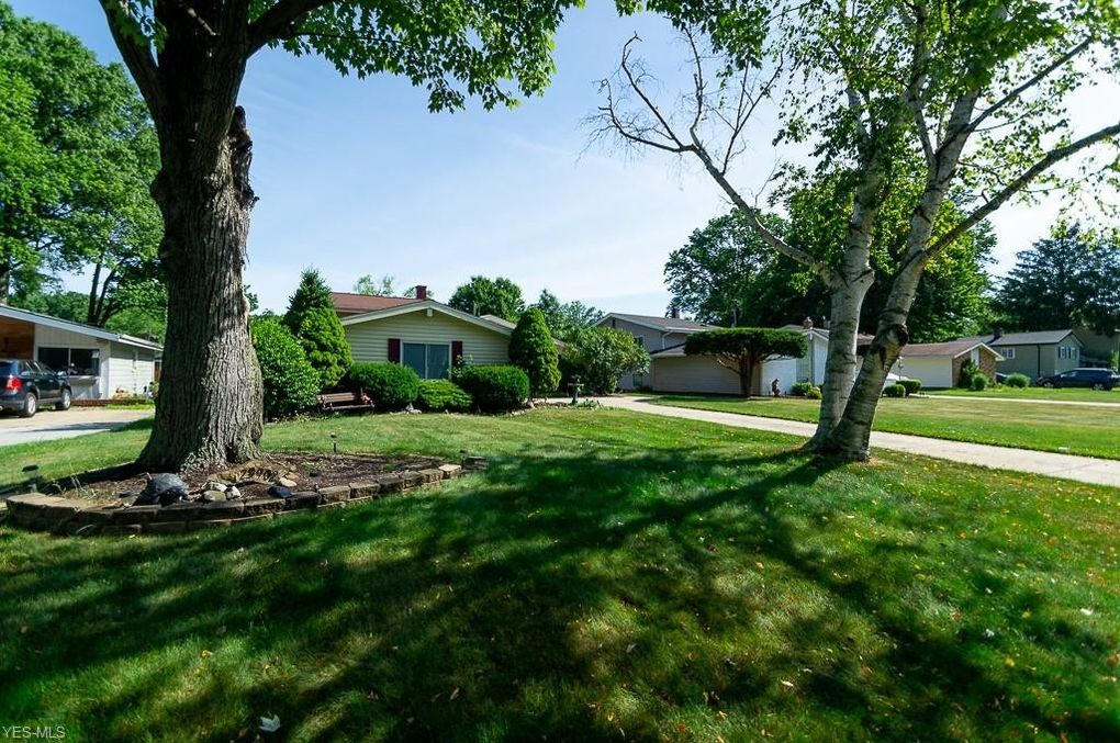 23902 Fairlawn Dr North Olmsted, OH 44070