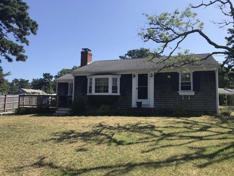 Photo of 117 South St, Harwich, MA 02646