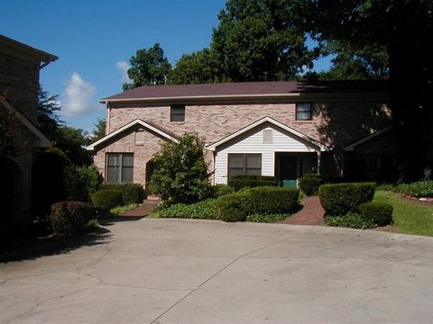 Photo of 3503 Lakeside Ct, Somerset, KY 42503