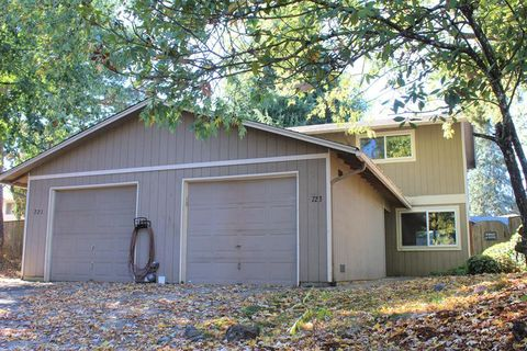 Photo of 723 W Quinalt St, Springfield, OR 97477