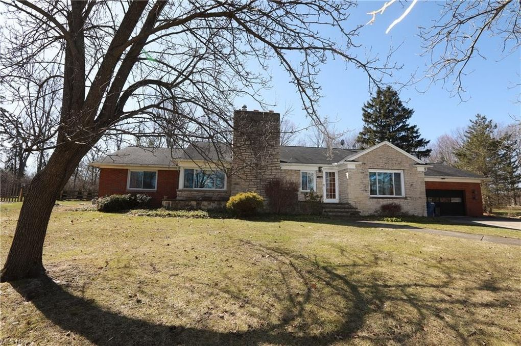 5846 Parkhill Dr Parma Heights, OH 44130