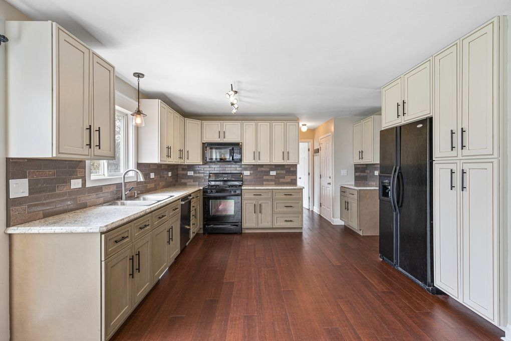 5514 Windgate Way Lake In The Hills Il 60156 Realtor Com