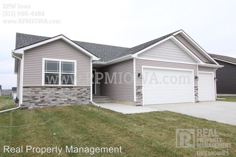 Photo of 1821 Southbridge Dr, Adel, IA 50003