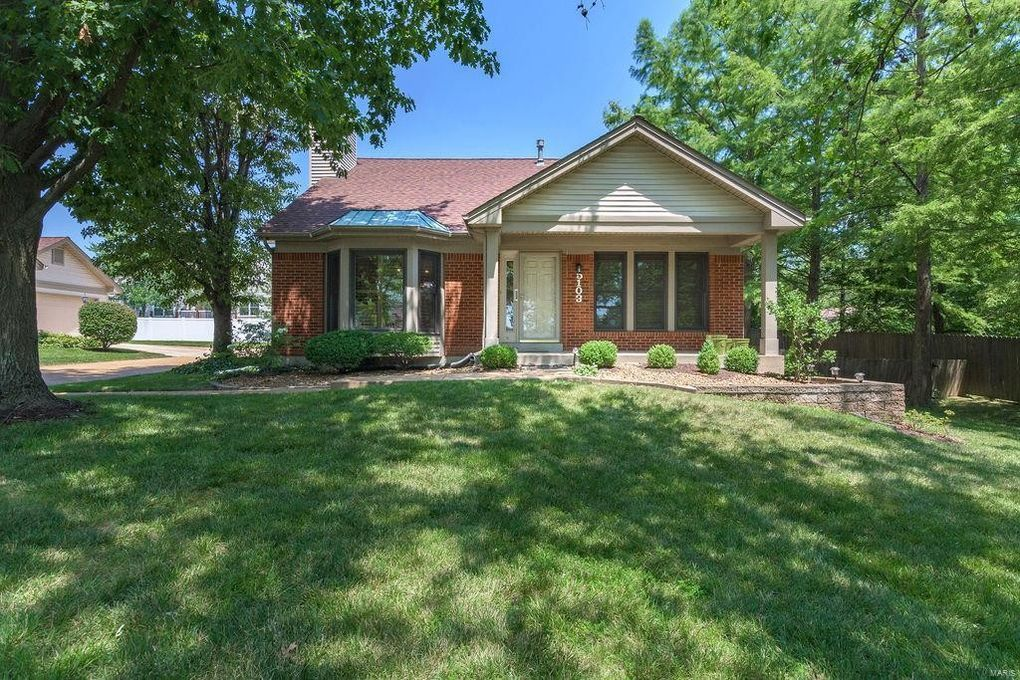 5103 Starboard Side Dr Saint Louis, MO 63128