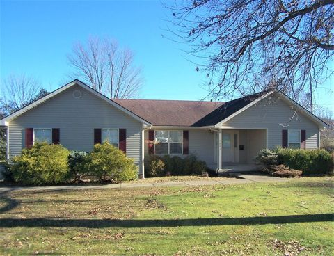 Photo of 2007 Woodwind Ct, Berea, KY 40403