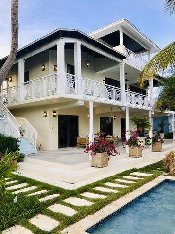Photo of 101 Leserra Ln, Village of Islands, FL 33036