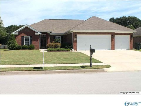 Photo of 7009 Eagle Park Cir Se, Owens Cross Roads, AL 35763