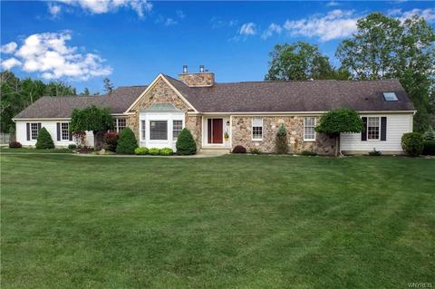 5485 Kraus Rd, Clarence, NY 14031