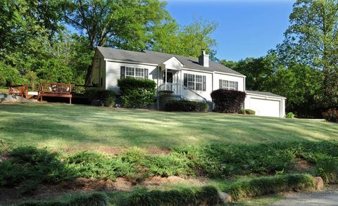 Photo of 1324 Thomas Rd, Decatur, GA 30030