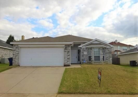 1116 Parkview Trl Kennedale, TX 76060