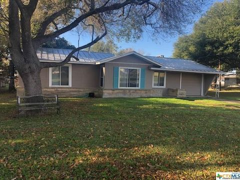 Photo of 114 Hillcrest Dr, Luling, TX 78648