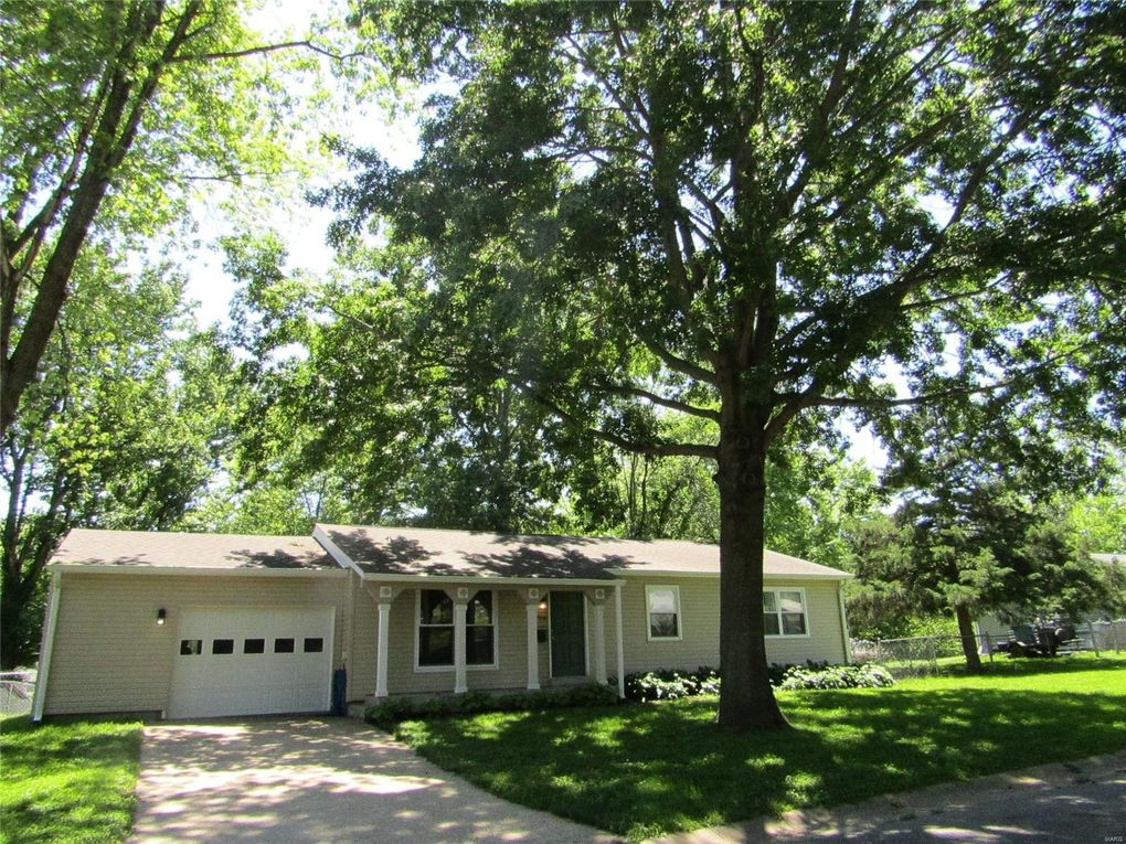 1704 Sunnydale Dr Washington, MO 63090