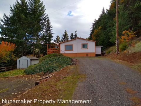 Photo of 3810 Neal Creek Rd, Hood River, OR 97031