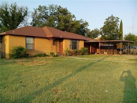 Photo of 705 E Main St, Knox City, TX 79529