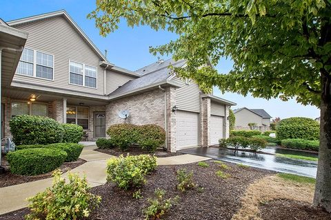 9028 Mansfield Dr, Tinley Park, IL 60487