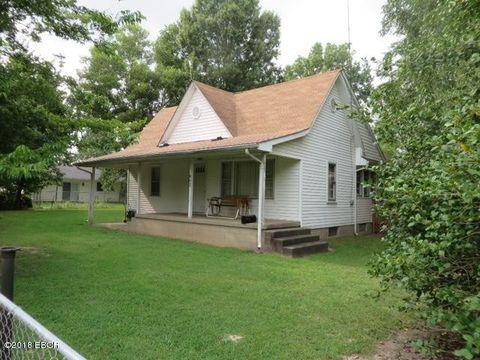 Photo of 902 Farris St, Carterville, IL 62918