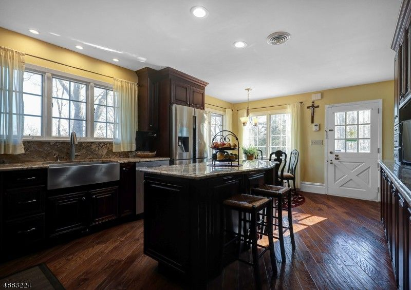 95 Old Somerset Rd, Watchung, NJ 07069