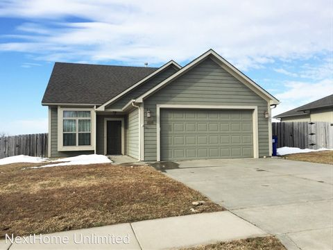 Photo of 1326 Meadowbrooke Ln, Junction City, KS 66441