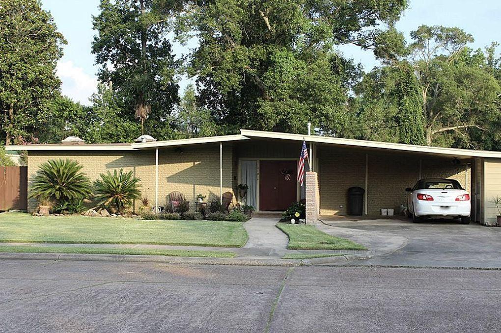 1010 W Oak Dr, Liberty, TX 77575