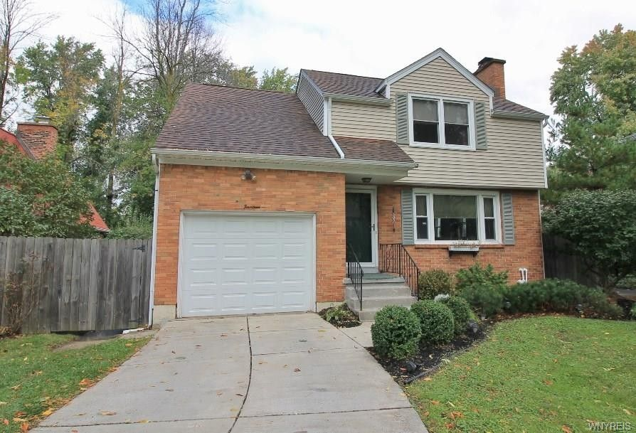 14 Chateau Ter S Amherst, NY 14226