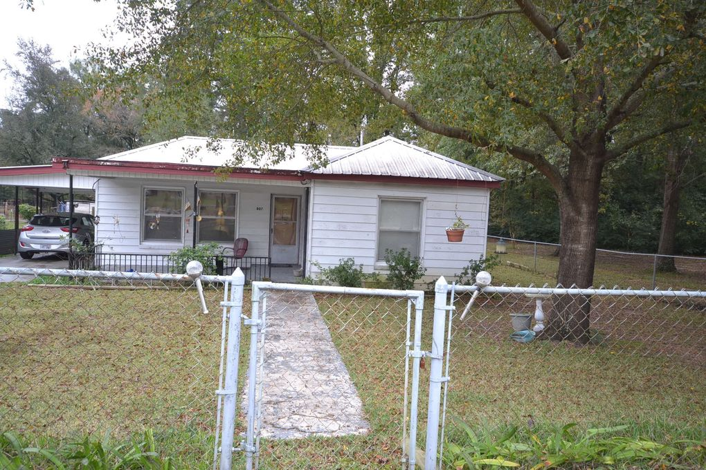 807 Central Ave, Stamps, AR 71860