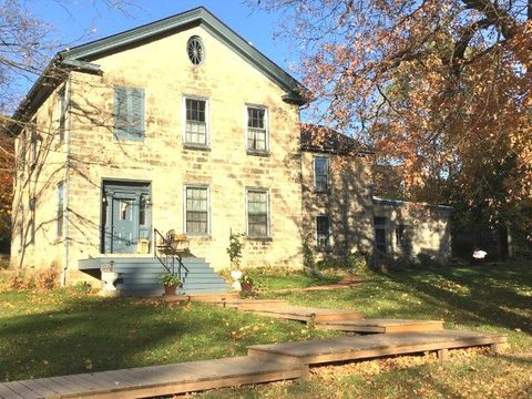 Photo of 525 Fountain St, Mineral Point, WI 53565