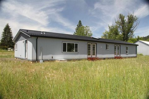 202 Wyoming St, Deary, ID 83823