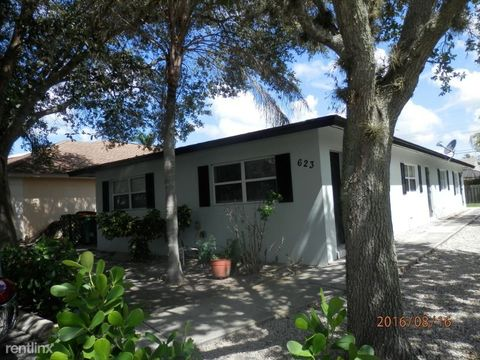 Photo of 623 B 92nd Ave N # B, Naples, FL 34108