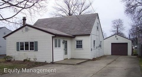 Photo of 155 N Roanoke Ave, Austintown, OH 44515