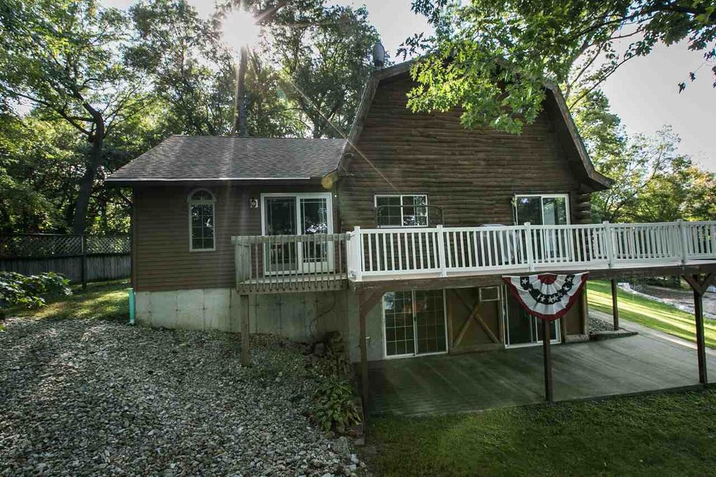 20706 251st St, Manchester, IA 52057