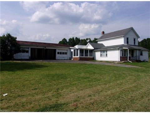 Photo of 2370 Wick Campbell Rd, Hubbard, OH 44425