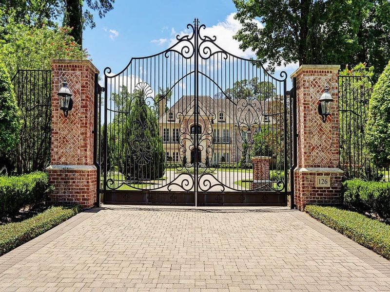 126 S Tranquil Path Dr, The Woodlands, TX 77380