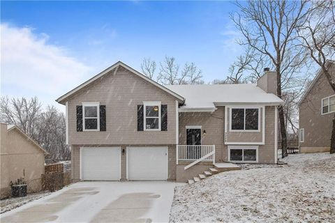 Photo of 3228 Bryn Mawr Dr, Independence, MO 64057
