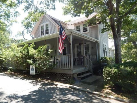 7 Forest Ave, Falmouth, MA 02540
