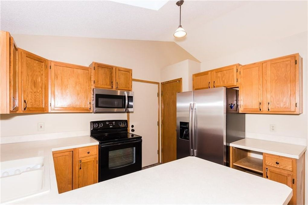 213 Nw Maplewood Dr, Grimes, IA 50111